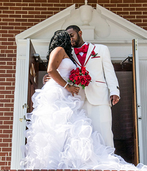 <i>Couple trades vows in church ceremony</i>