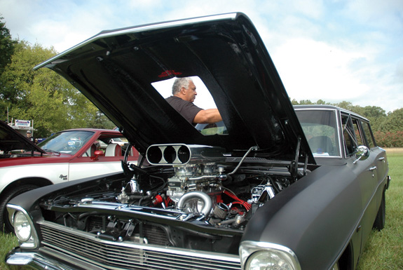Car show raises money for Boys and Girls Club