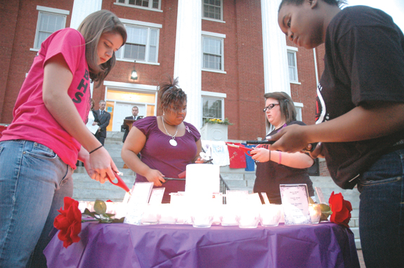 Candlelight vigil remembers victims of domestic violence