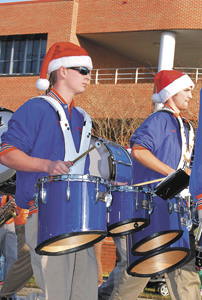 Annual parade helps usher in holiday season, pics 3