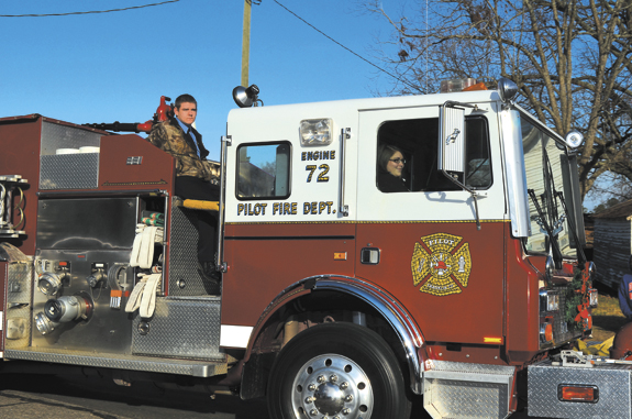 Alert Parade helps bring holiday season to northern  Franklin County! pics 2