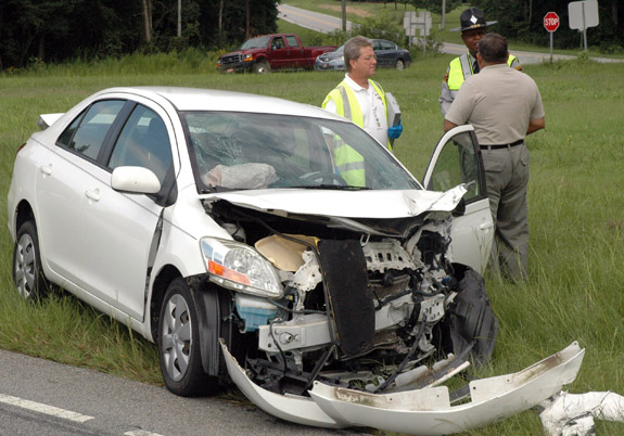 One hurt in two-car crash on U.S. 401