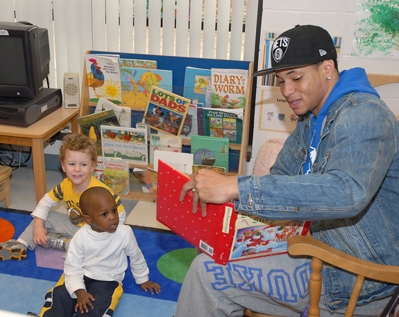 VGCC's athletes read to children