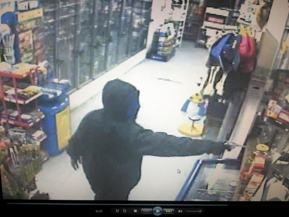 Store owners warned: Be vigilant, robbers on the prowl