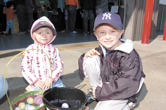 Kids scramble for eggs at annual Bunn event, pics 1