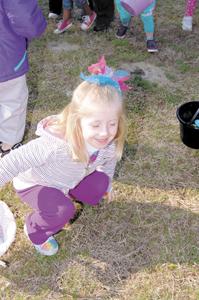 Kids scramble for eggs at annual Bunn event, pics 2