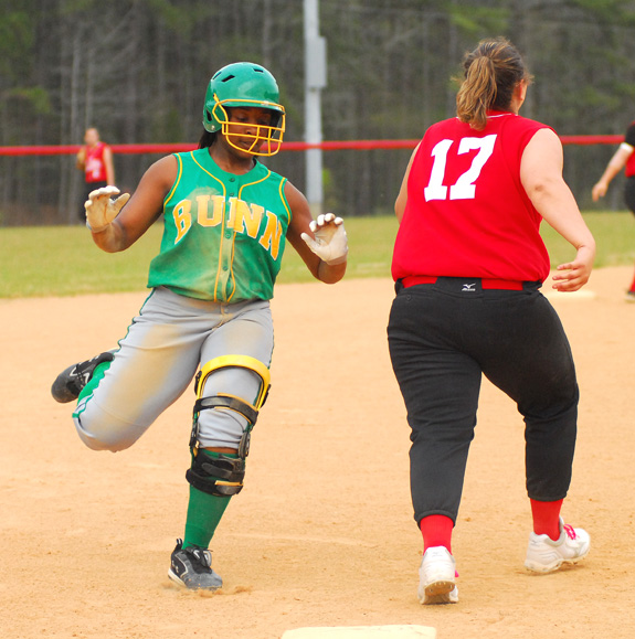 Ladycats roll past FHS