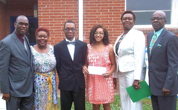<i>Perry's School Alumni present LHS student a scholarship</i>