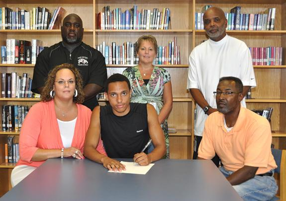 Runner signs with LC