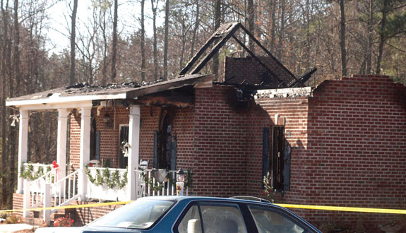 Family flees house fire