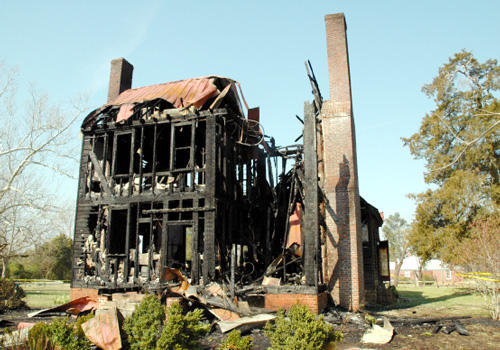 <FONT SIZE=5>Andrews-Moore house burns</FONT><br><FONT SIZE=3>Historic home left in ruins by Wednesday fire</font>
