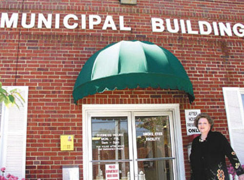 <font size=4>Franklinton administrator will reach<br>out to people, guide growth carefully</font>