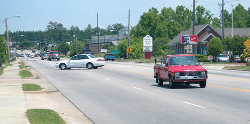 <FONT SIZE=4>Town pursues DOT median on Bickett</font>
