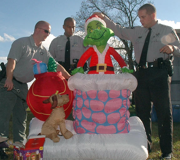 Deputies hot on the trail of the Grinch