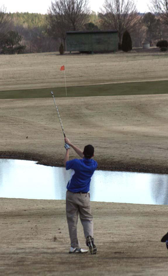 Golf year kicks off for LHS