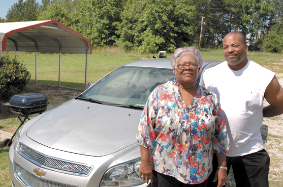 <i>Car confusion costs woman a lawn mower</i>