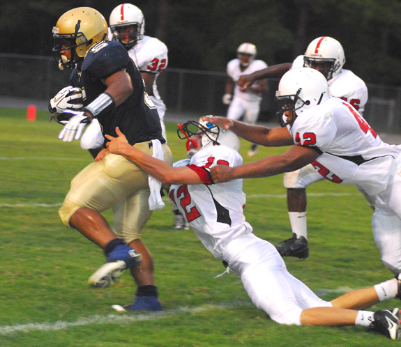 Red Rams Sparkle On Defense