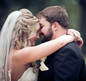 <i>Couple trades vows in Virginia ceremony</i>