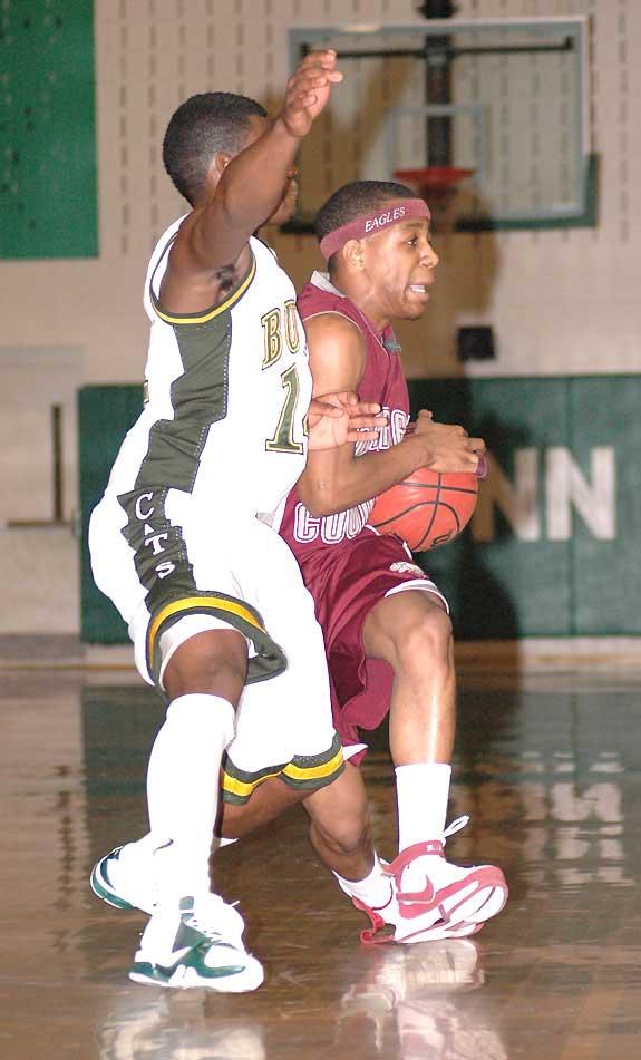 Wildcats hold off Warren: Bunn thwarts late comeback attempt