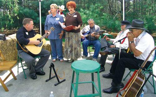 Weekend Farm Tour had �em kickin� back and pickin� banjos