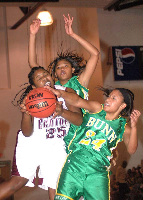 Hooping it up:<br>Nash Central takes 2 vs. BHS