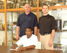 Bunn�s Little signs to play at Louisburg College